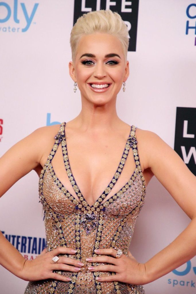 Katy-Perry-coupe-courte