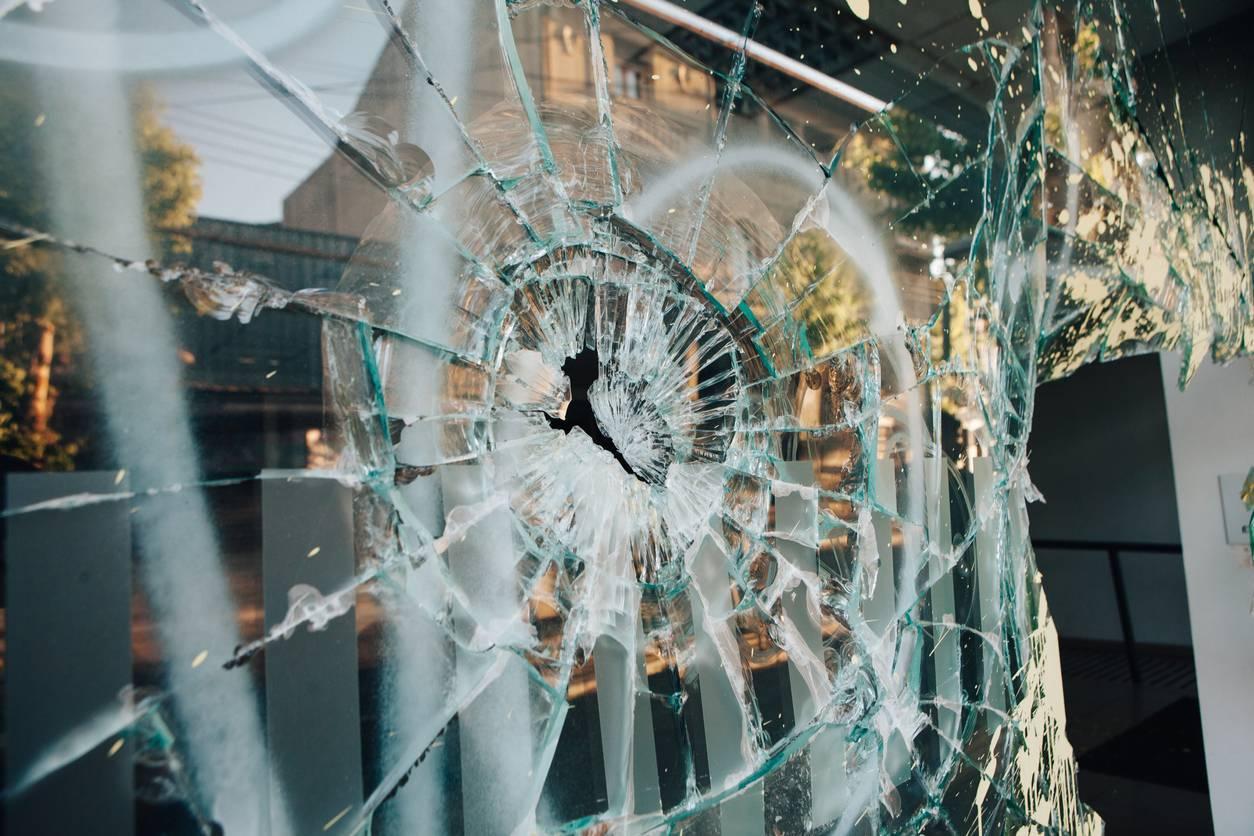 bris de vitre faire appel à un vitrier