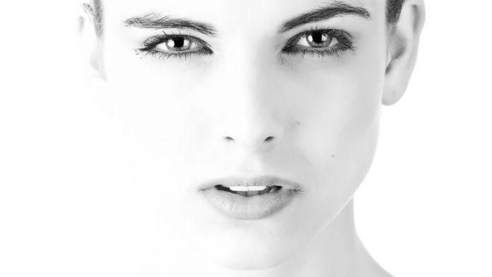 visage-femme-gros-plan
